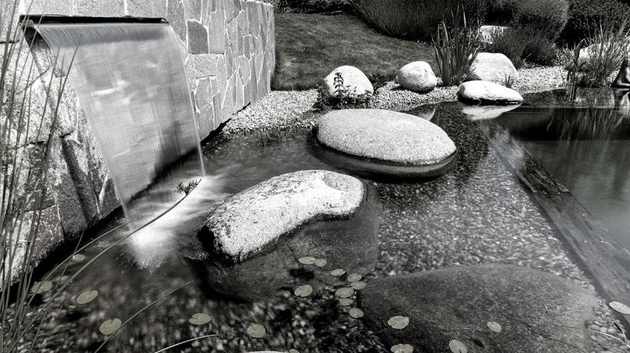 نازل پرده آب یا آبنمای آبشار دیواری